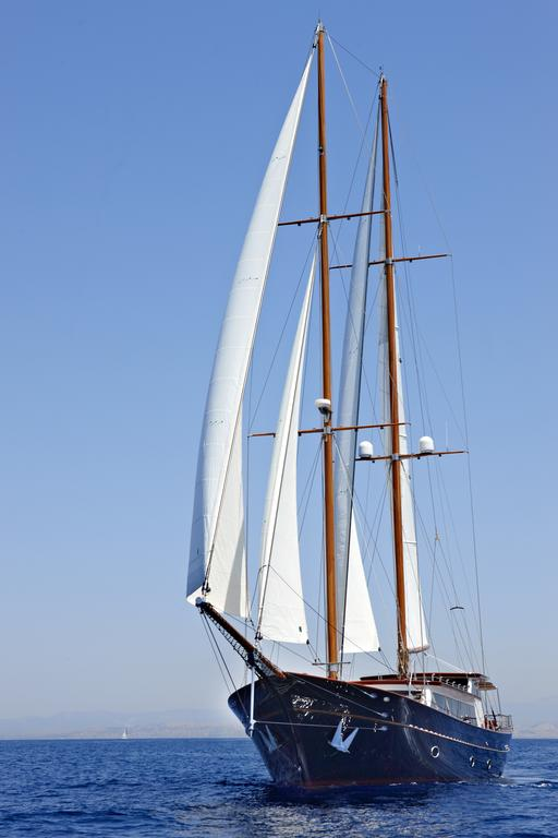 yacht charter in the aegean sea greece