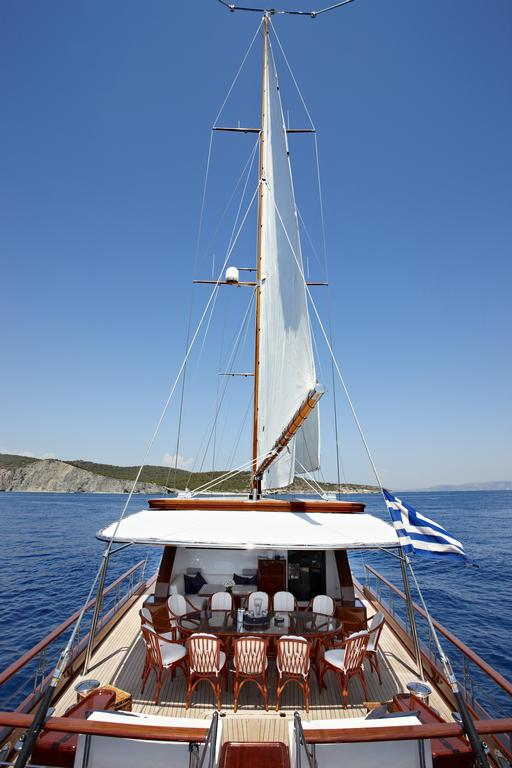 yacht charter in cyclades islands
