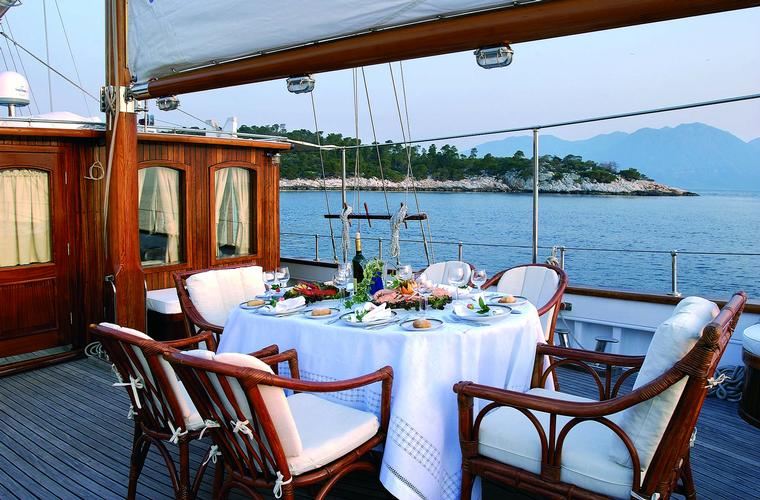 motorsailer for rent Greece